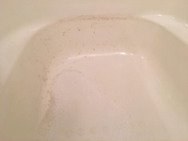 湯張りでお湯を入れると、ドブのような臭いがする26