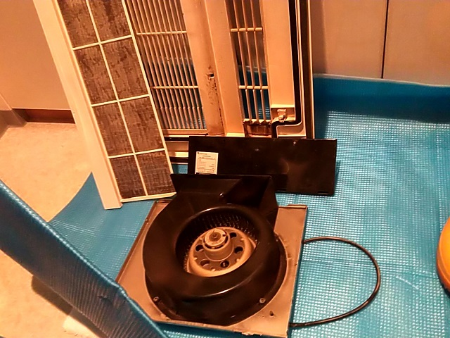 中央区月島 浴室暖房乾燥機清掃④