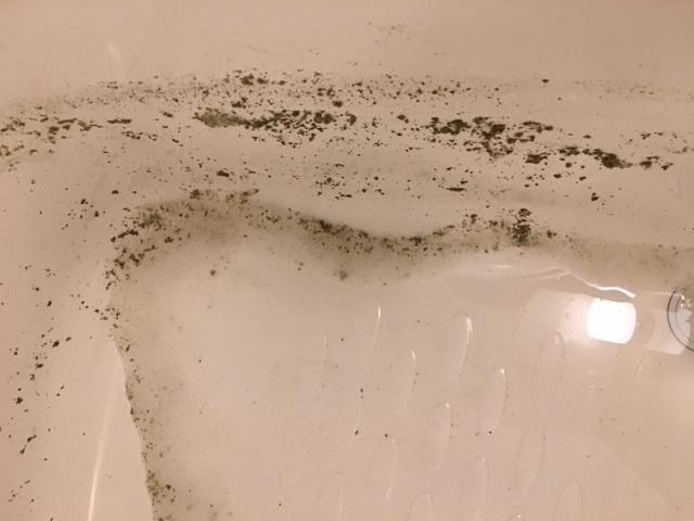 湯張りで黒い汚れが止まらない22
